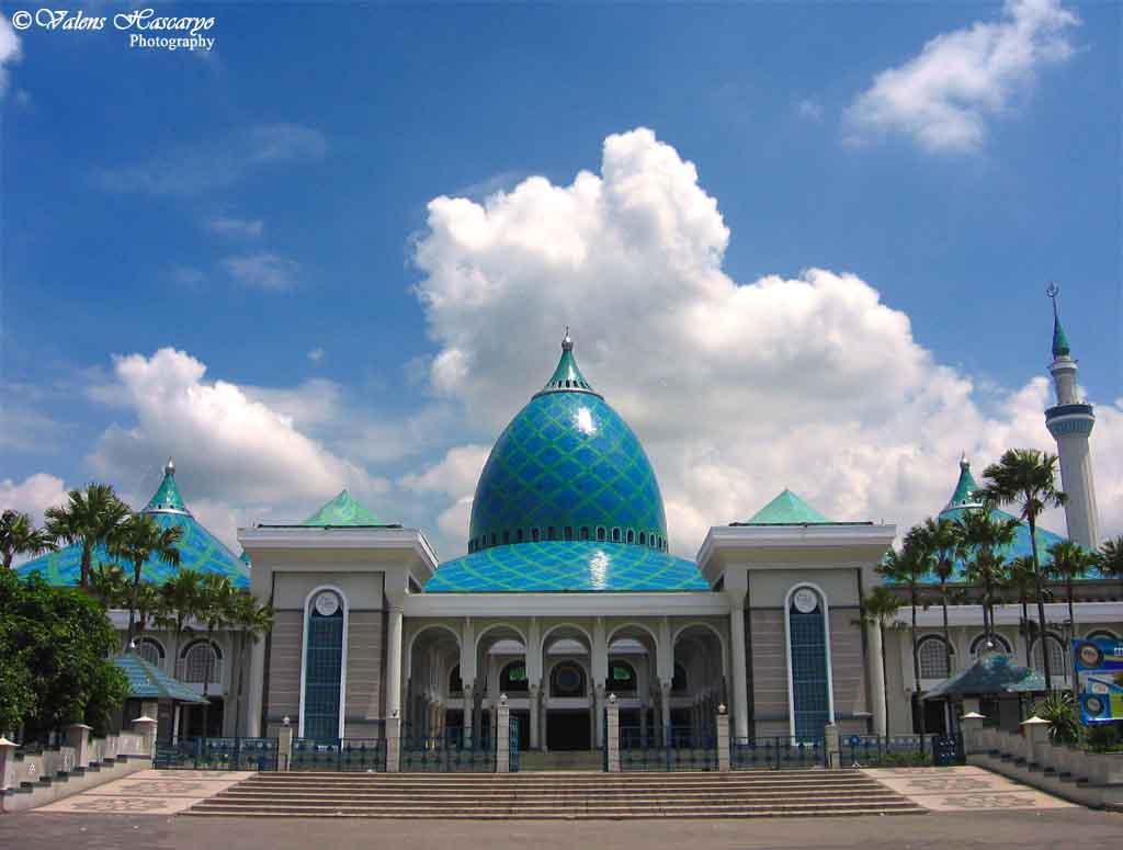 Studi Kritis Membangun Masjid Di DekatMasjid